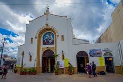 COZUMEL MEKSYK, MARZEC, - 23, 2017: San Miguel kościół foluje turist to robić gubi ich oryginał atractive Zdjęcie Stock