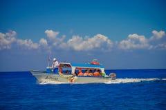 COZUMEL, MESSICO - 23 MARZO 2017: Bella attrazione di Cozumel con alcuni costruzioni e yacht naturali, blu splendido Fotografia Stock Libera da Diritti