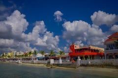 COZUMEL, MESSICO - 23 MARZO 2017: Bella località di soggiorno di vacanza di Cozumel con alcune costruzioni naturali, oceano blu s Immagini Stock