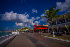 COZUMEL, MESSICO - 23 MARZO 2017: Bella località di soggiorno di vacanza di Cozumel con alcune costruzioni naturali, oceano blu s Fotografia Stock Libera da Diritti