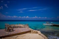 COZUMEL, MESSICO - 23 MARZO 2017: Bella vacanza in Cozumel con la vista naturale, gli yacht, l'oceano blu splendido ed il cielo Fotografia Stock Libera da Diritti