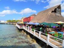 Cozumel, Mexico 19 Januari, 2017: Restaurant door de terminal van de cruisehaven Stock Foto's