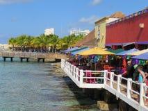 Cozumel, Mexiko am 19. Januar 2017: Restaurant durch das Kreuzfahrthafenterminal Lizenzfreie Stockfotos