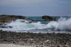 Cozumel Strand mit abbrechenden Wellen Stockbild