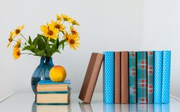 Free Cozy Home Interior Decor: Stack Of Books, Peach And Vase With Yellow Flowers On A Table. Distance Home Education.Quarantine Royalty Free Stock Photography - 195534507