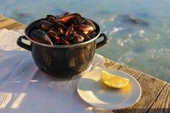 Cozze ad un ristorante dei frutti di mare Fotografie Stock Libere da Diritti