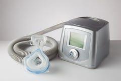 CPAP机器、面具和水管 库存图片