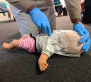 Cpr-utbildningsspädbarn Manolo royaltyfria bilder