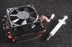 CPU从个人计算机和热量油膏的热坠子 免版税图库摄影