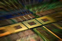 CPU-Computer-Prozessoren und Gedächtnis-Module stimmten mit Lichteffekte postproduction überein lizenzfreie stockfotos