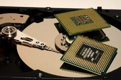 CPU-Prozessoren auf reflektierender Festplatten-Platte Stockbild