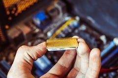 CPUen i handen Fotografering för Bildbyråer