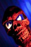 Cráneo asustadizo con el fuego en ojos Foto de archivo