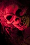 Cráneo asustadizo en luz coloreada roja Imagen de archivo libre de regalías