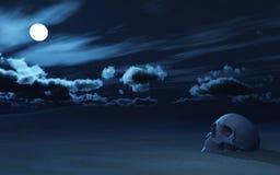 cráneo 3D enterrado parcialmente en arena contra el cielo nocturno Fotos de archivo libres de regalías