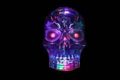 Cráneo de cristal purpúreo claro que brilla intensamente foto de archivo libre de regalías