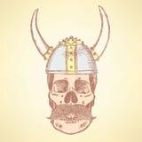 Cráneo del bosquejo en el casco de vikingo stock de ilustración