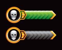 Cráneo en flechas verdes y negras Imágenes de archivo libres de regalías