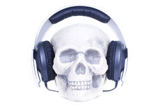 Cráneo humano con los auriculares. Imagenes de archivo