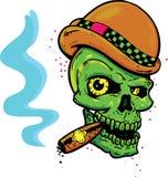 Cráneo punky del estilo del tatuaje con las alas que fuman un cigarro Fotografía de archivo