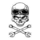 Cráneo que sonríe con los vidrios para la motocicleta en la frente y los huesos ilustración del vector