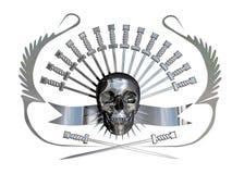 Cráneo y dagas metálicos Fotos de archivo