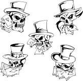 Cráneos con las tarjetas que juegan Fotografía de archivo libre de regalías