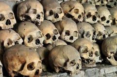 Cráneos en una cueva Imágenes de archivo libres de regalías