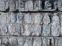 Cráneos mayas antiguos de los rituales del sacrificado Fotografía de archivo libre de regalías