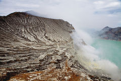 Cráter de Kawah Ijen, Indonesia Foto de archivo