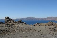 Cráter de la isla de volcán Imagen de archivo libre de regalías