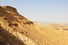 Cráter del desierto del Néguev y de Ramón Fotos de archivo libres de regalías