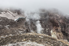 Cráter del volcán de Gorely, Kamchatka, Rusia Foto de archivo libre de regalías