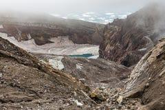 Cráter del volcán de Gorely, Kamchatka, Rusia Foto de archivo