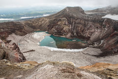 Cráter del volcán de Gorely, Kamchatka, Rusia Imagenes de archivo