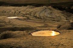 Cráter en los volcanes fangosos Foto de archivo