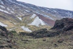 Cráter muerto en el volcán del Etna Imagenes de archivo