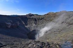 Cráter volcánico de Actice del soporte Bromo en Java Oriental Imagen de archivo