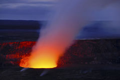 Cráter volcánico en la isla grande de Hawaii Fotografía de archivo libre de regalías