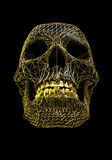 Crâne d'or de fil en métal au-dessus de la surface polygonale noire - avec le chemin de travail Photographie stock libre de droits