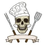Crâne dans la toque et des outils croisés de barbecue Style dessiné de crâne de bande dessinée à disposition Crâne de chef Photos libres de droits