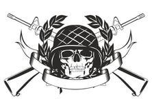 Crâne dans le casque militaire Photographie stock