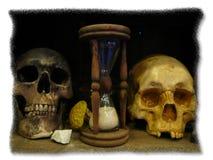 Crâne deux avec l'horloge Photographie stock libre de droits