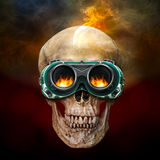 Crâne humain avec des verres de sûreté Photo stock