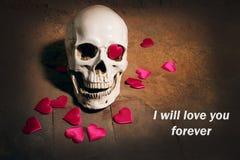 Crâne humain avec le coeur rouge Concept pour le jour du ` s de Valentine Images stock