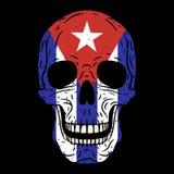 Crâne humain avec le drapeau cubain d'isolement sur le fond noir illustration stock