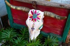 Crâne peint de vache images stock