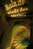 Crânes humains dans les catacombes de Paris Images libres de droits
