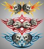 Crânes sur la conception tribale Photographie stock libre de droits