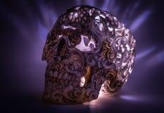 Crânio com teste padrão cinzelado no inclinação azul Fotos de Stock Royalty Free